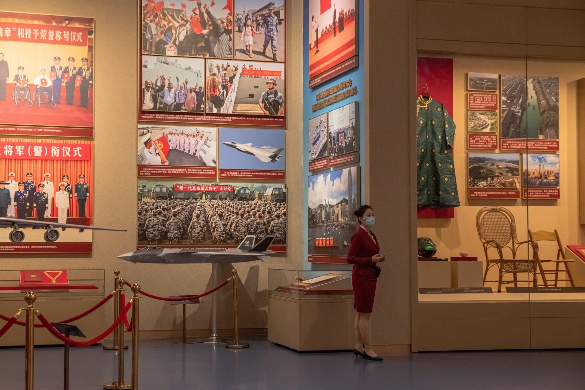 Guía en elMuseo del Partido Comunista de China en Pekín