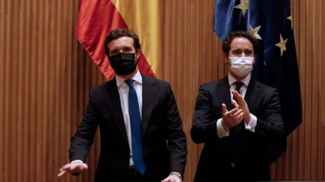 El líder del PP, Pablo Casado; y el secretario general, Teodoro García Egea, en el Congreso.