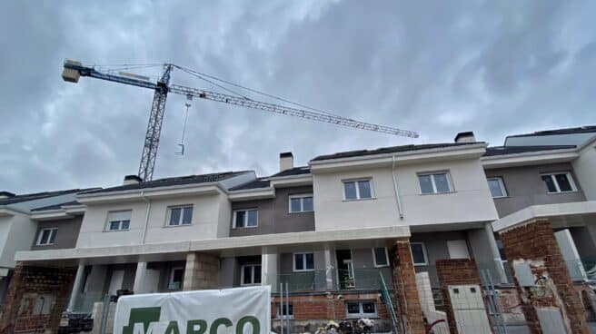 Casas adosadas en construcción.