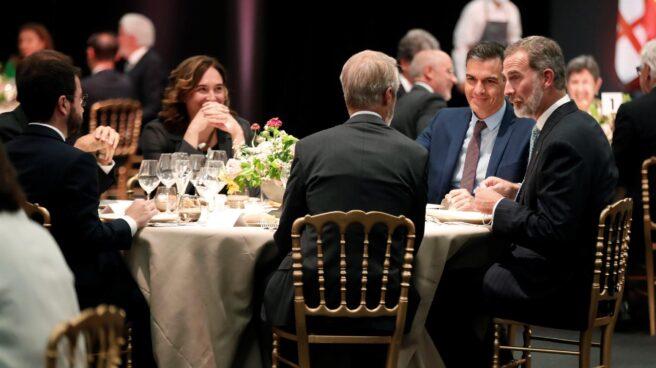Felipe VI cena con Pedro Sánchez, Pere Aragonès y Ada Colau en la inauguración del Mobile World Congress 2021.