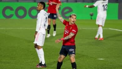Enfado en la afición del Osasuna por una foto del Chimy Ávila con una camiseta de Santiago Abascal