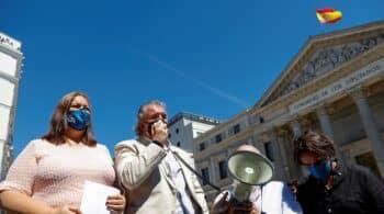 """""""Marlaska, dimisión"""": la Asociación de Víctimas del Terrorismo se manifiesta en el Congreso"""