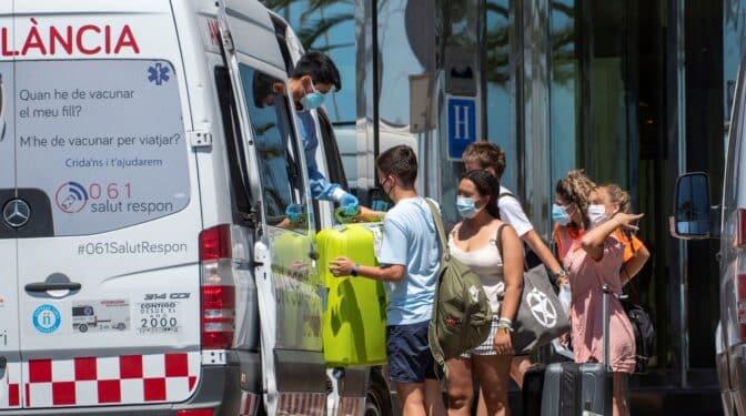 Un total de 33 jóvenes de diferentes CCAA, positivos en Covid en Mallorca tras el 'macrobrote'