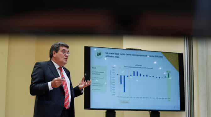 Las empresas pagarán menos por las bajas por enfermedad de los mayores de 62 años