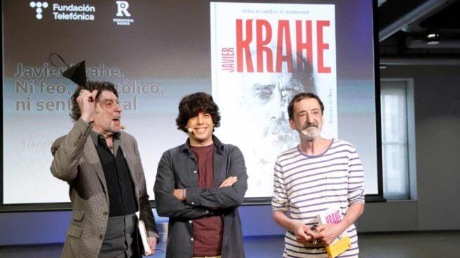 Federico Haro, en el centro, junto a Joaquín Sabina y Javier López de Guereña.