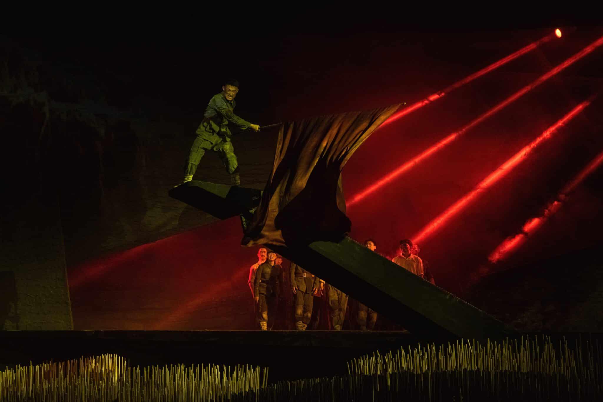 Imagen de la obra de teatro 'Regreso a Yanan' en la que se narra la historia de la marcha del Ejército Rojo en 1934.