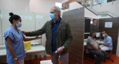 El consejero de Sanidad de la Comunidad de Madrid, Enrique Ruiz Escudero, tras recibir la vacuna contra el coronavirus.