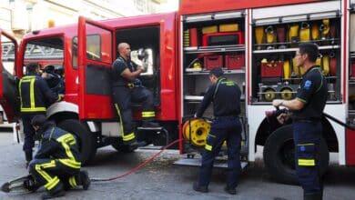 Afectadas cuatro naves de una empresa de jamones por un incendio en Granada