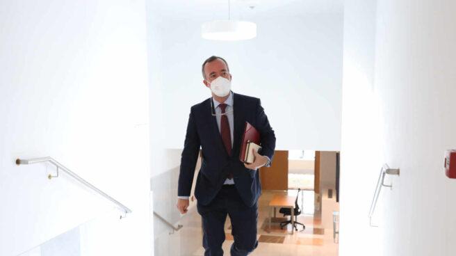 Francisco Martínez Vázquez, minutos antes de comparecer este martes ante la comisión de investigación de 'Kitchen'.
