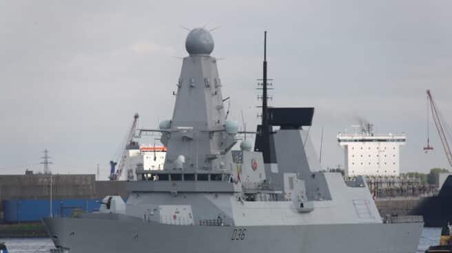 Destructor HMS Defender de la Royal Navy británica.