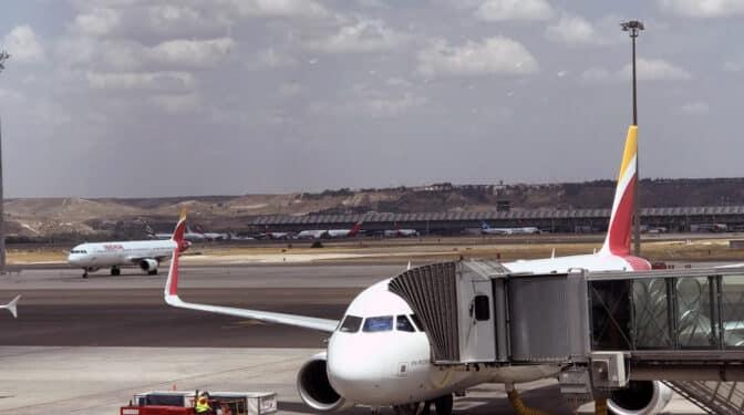 El Gobierno congela las tarifas que Aena cobra a las aerolíneas hasta 2026