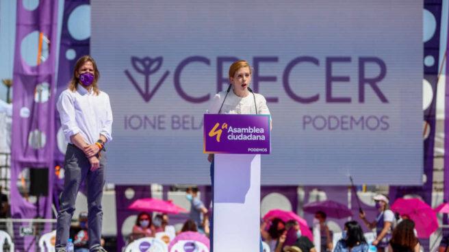 Lilith Verstrynge, junto al secretario general de Podemos en Castilla y León, Pablo Fernández en la IV Asamblea Ciudadana Estatal de Podemos