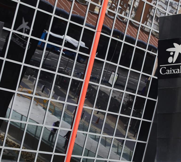 CaixaBank comienza a informar del plan de recolocaciones sin concluir la negociación del ERE