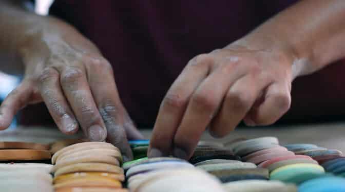 """El auge de los talleres de cerámica: """"Me hacen ser más creativa, me dan felicidad"""""""