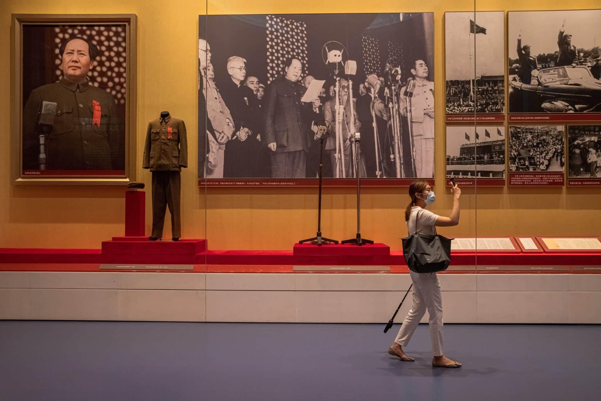 Visitante del Museo del Partido Comunista de China en Pekín