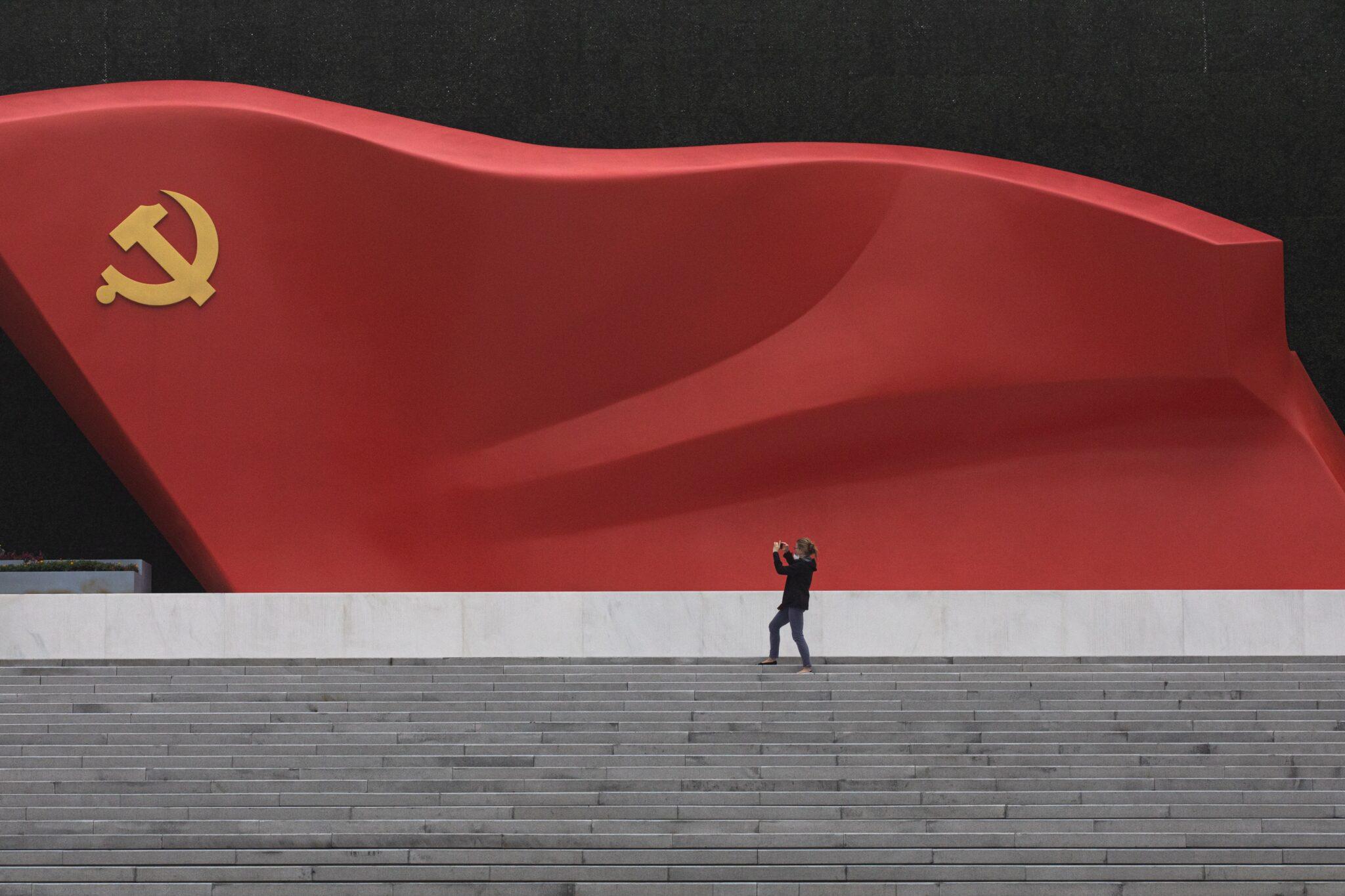 Escultura de la bandera China en el Museo del Partido Comunista de China en Pekín