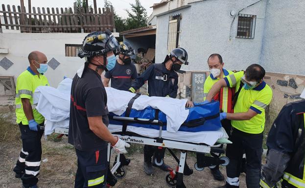 Un hombre herido grave al caer a una piscina vacía en Cieza