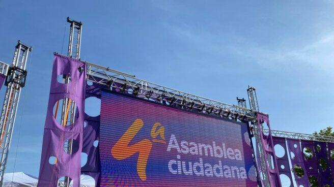 Escenario de la Asamblea de Podemos.