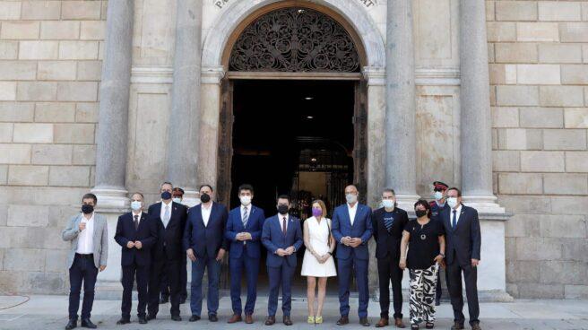 Los presos indultados, recibidos por Pere Aragonès en el Palau de la Generalitat.