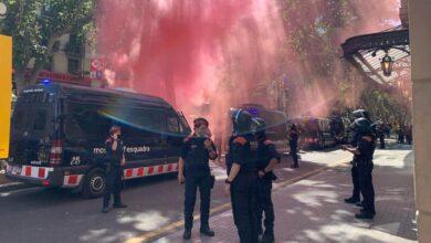 """Protestas contra Sánchez en el Liceo: """"Ni indultos, ni amnistía: independencia"""""""