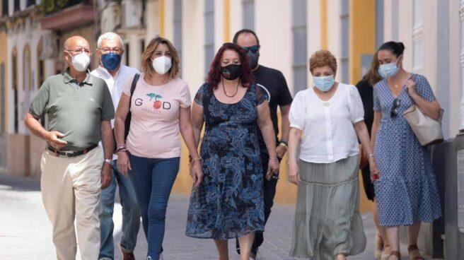 Susana Díaz, en la foto junto a sus colaboradores, dejará la dirección del PSOE andaluz.