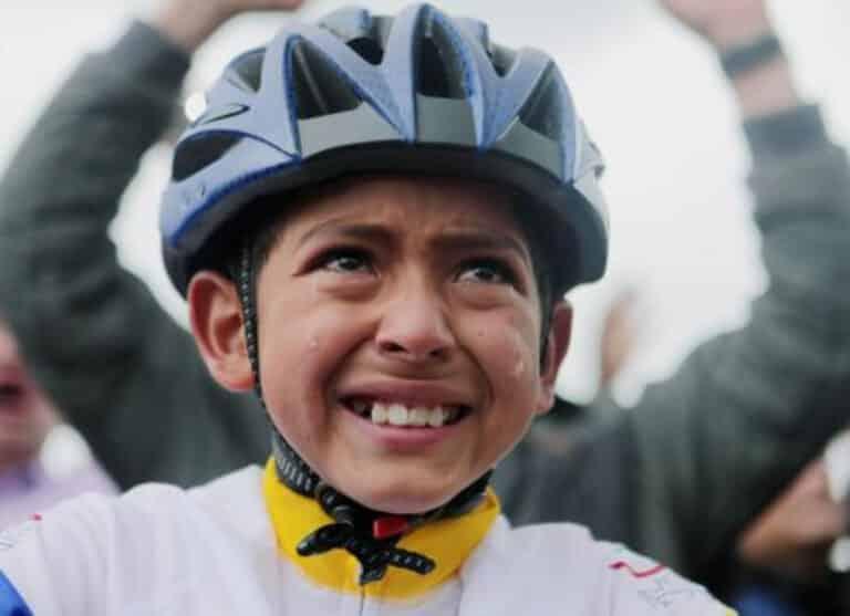 Muere atropellado Julián Esteban, el joven ciclista que lloró con la victoria de Egan Bernal en el Tour