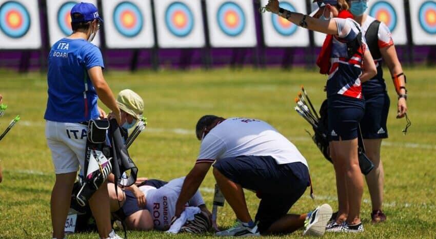 Svetlana Gomboeva, en el suelo tras desmayarse por el calor