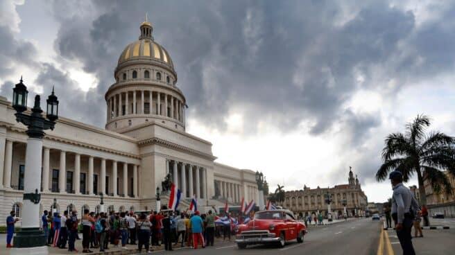 Afines al régimen castrista se concentran en el Capitolio de La Habana