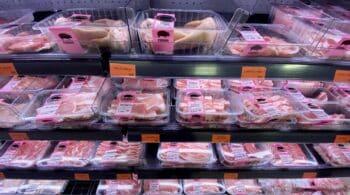 Más de dos millones de españoles no pueden permitirse comer carne ni pescado tres veces por semana
