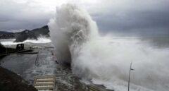 Cuatro provincias en riesgo por viento y olas mientras las máximas bajan notablemente