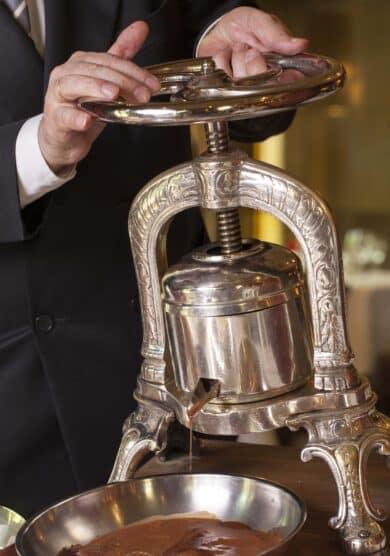 Horcher, lujo gastronómico para regalar en el Madrid de Salvador Dalí y Sophia Loren