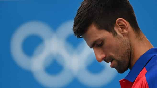 Novak Djokovic se lamenta durante las semifinales de los Juegos ante Zverev