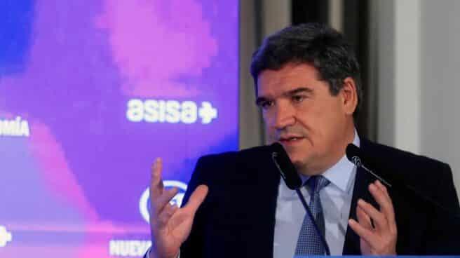 El ministro de Inclusión, Seguridad Social y Migraciones, José Luis Escrivá, durante una sesión de control al Gobierno.