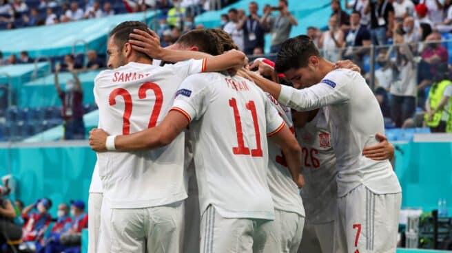 Los jugadores de España celebran el gol ante Suiza