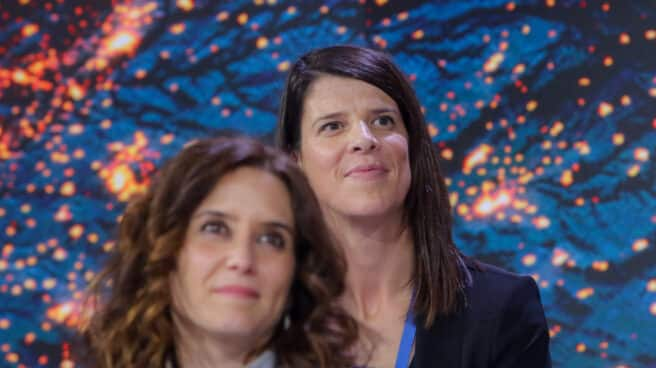 La medallista olímpica Ruth Beitia asiste a un acto del PP junto a Isabel Díaz Ayuso.