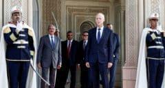El presidente de Túnez destituye al primer ministro y asume el control del Gobierno