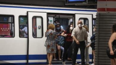 Un pasajero del Metro de Madrid recibe un golpe en el ojo tras una discusión con otro viajero