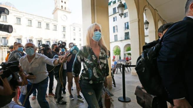 La ex alcaldesa Sonia Castedo llega a la Audiencia Provincial de Alicante.
