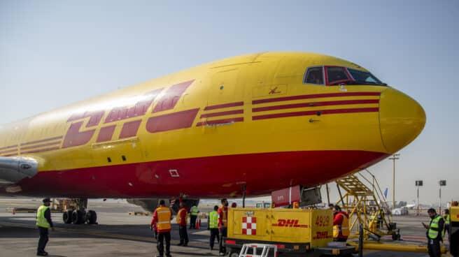 Imagen de un avión carguero de DHL.