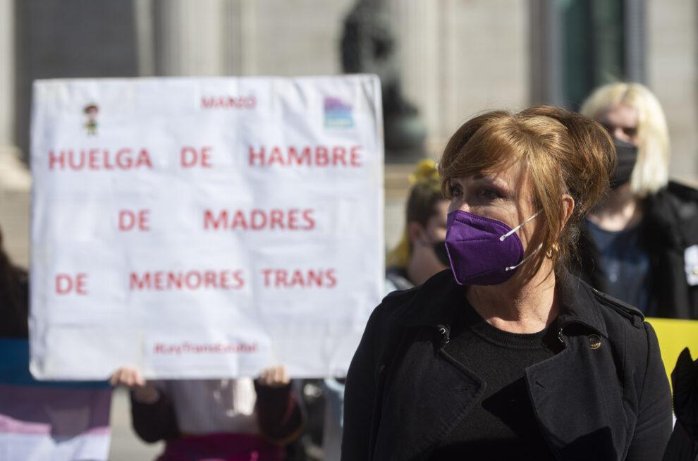 Miembros de la Federación Plataforma Trans, frente al Congreso de los Diputados el pasado marzo