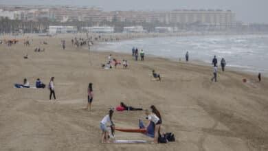 Rescatan con síntomas de ahogamiento a un niño y a un hombre en Valencia