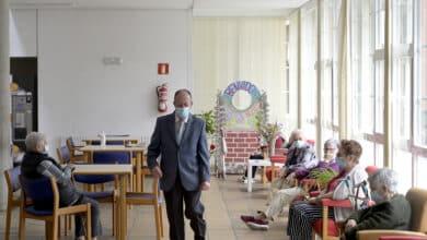 Europa avisa del riesgo de brotes de Covid en residencias por el auge de la pandemia