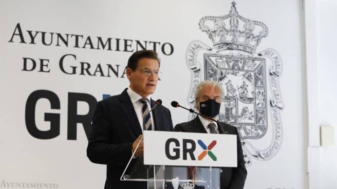 El alcalde de Granada, Luis Salvador, durante la rueda de prensa.