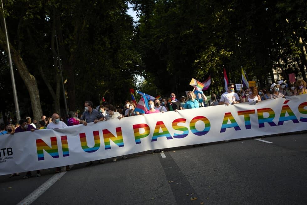 Varias personas durante la manifestación del Orgullo LGTBI