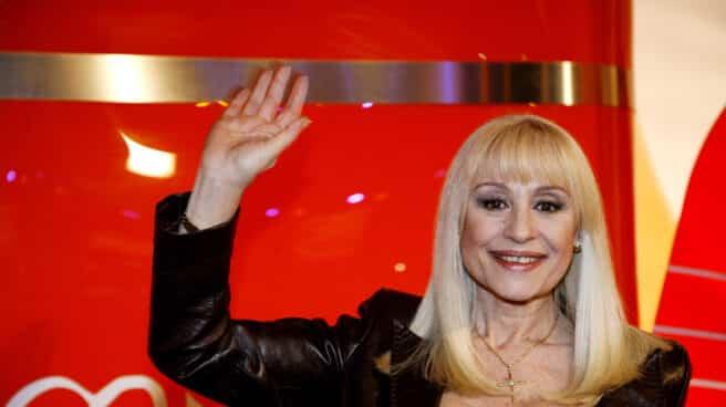 La cantante Rafaella Carrà posa para una fotografía en 2008
