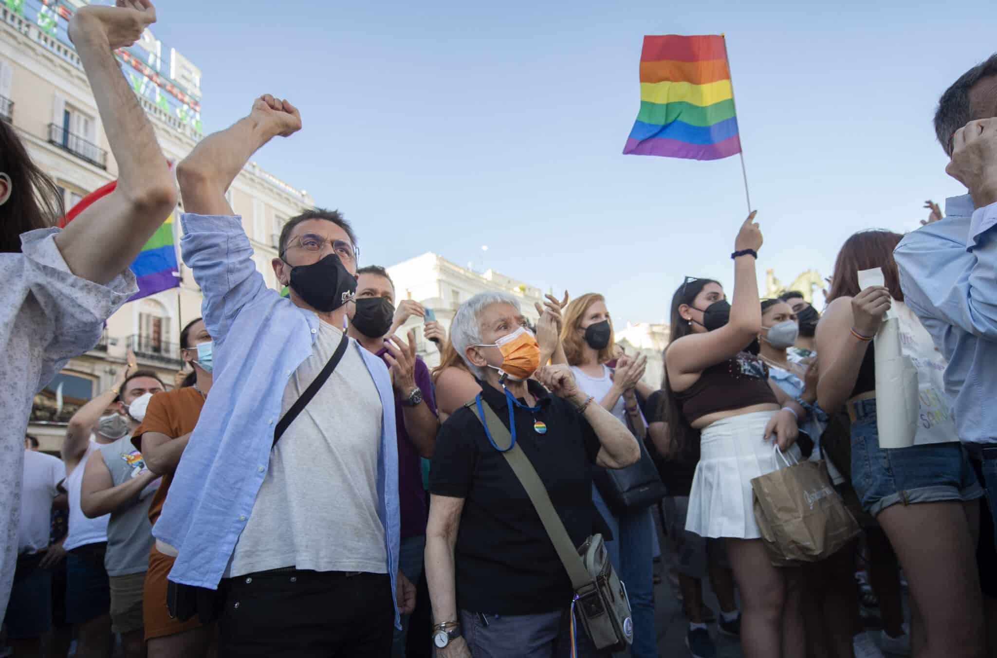 uan Carlos Monedero (i) durante una manifestación para condenar el asesinato de un joven de 24 años el pasado sábado en A Coruña debido a una paliza.