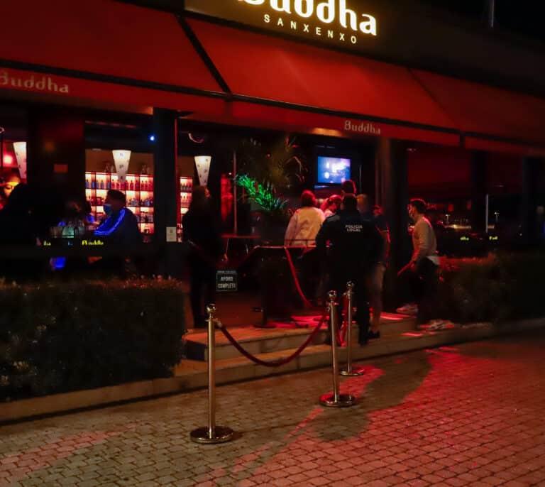 El Gobierno estudiará aplicar el pasaporte Covid para entrar en bares o discotecas