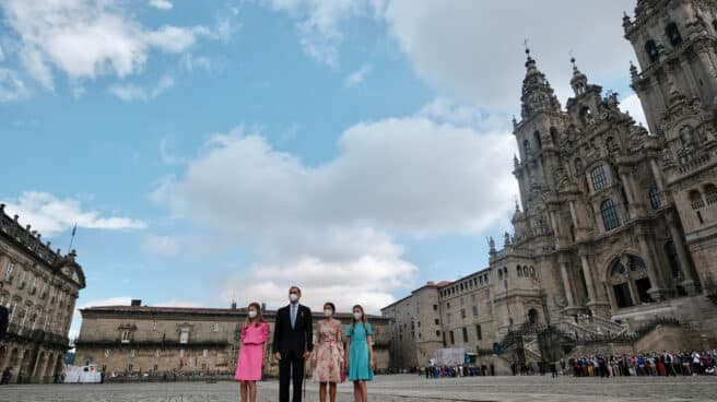 Los Reyes y sus hijas, en Santiago de Compostela.