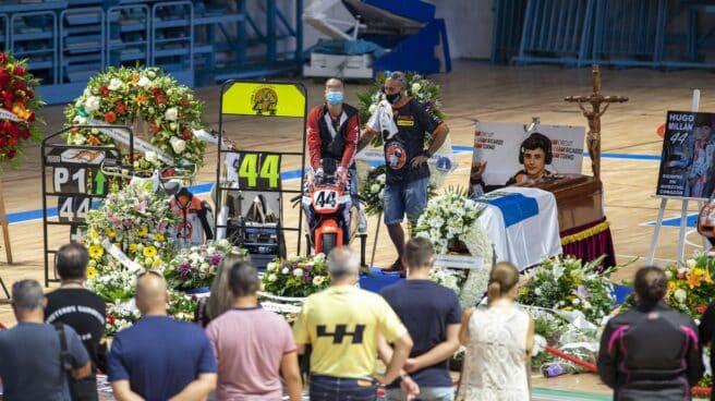 Capilla ardiente del joven piloto Hugo Millán en el Palacio de Deportes Carolina Marín de Huelva.