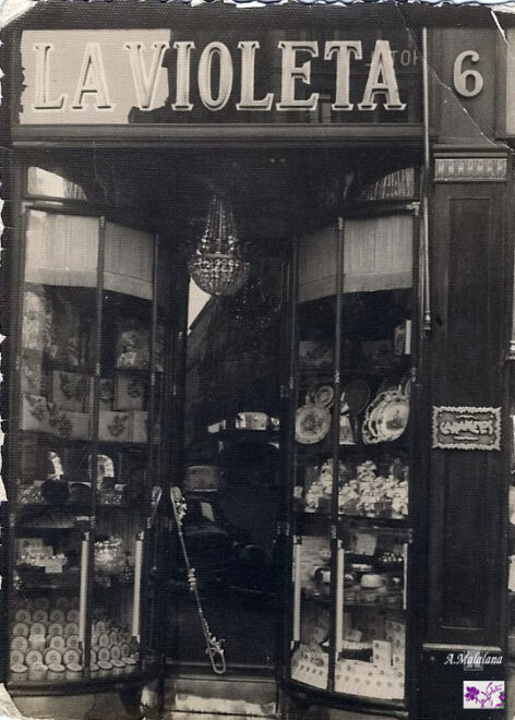 Fachada de la tienda La Violeta